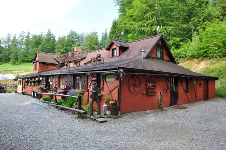 Chata Wuja Toma - widok z zewnątrz (kliknięcie spowoduje powiększenie obrazu)